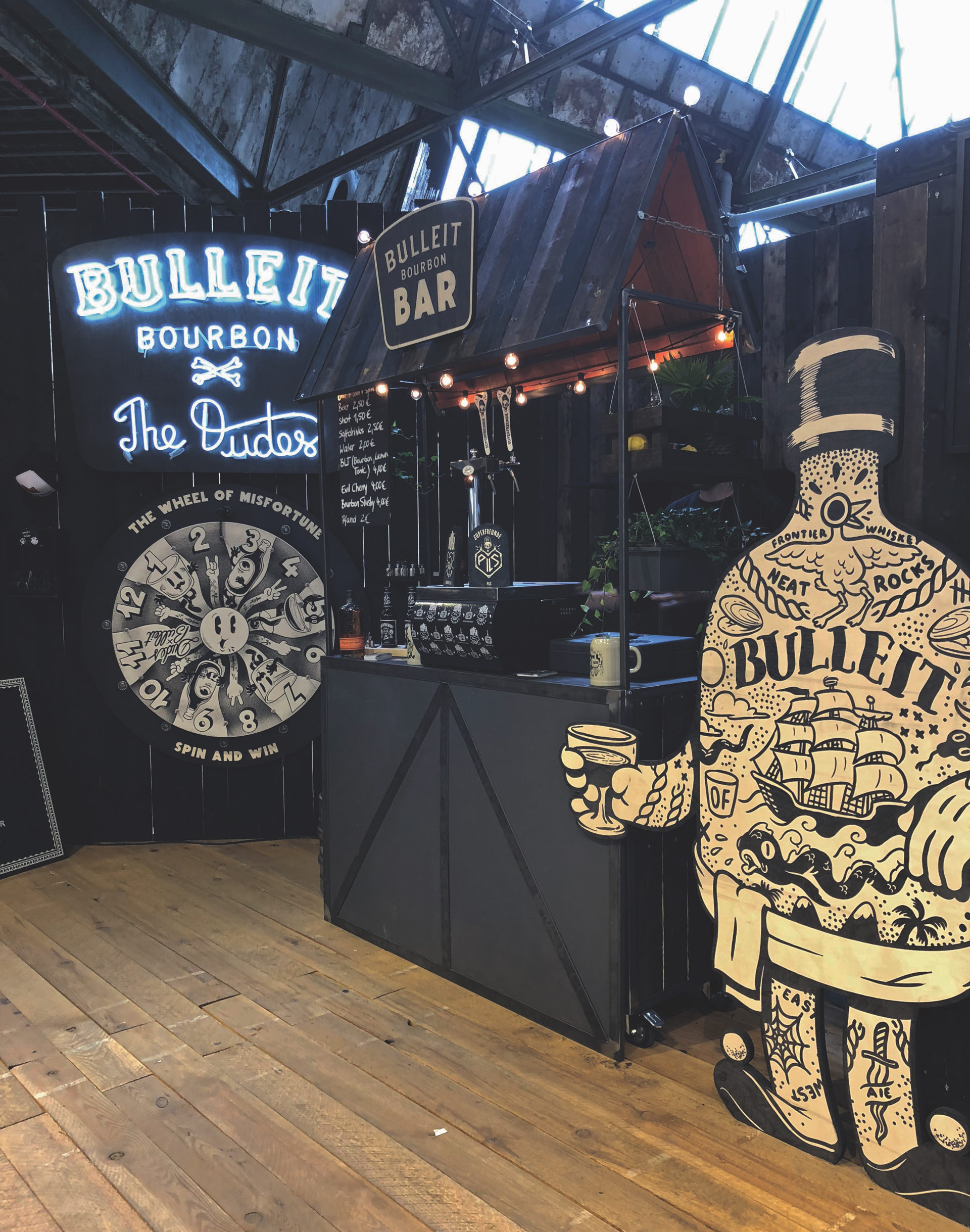 exhibitions_shopfitting_dudes_bulleit3.jpg